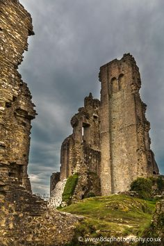 Castle Ruins, The dramatic ruins of the Keep of Corfe Castle, Dorset, England by Andy Carr on Abandoned Castles, Abandoned Mansions, Abandoned Places, Haunted Places, Castle Ruins, Medieval Castle, Minecraft Medieval, Beautiful Castles, Beautiful Buildings