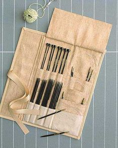 28 Ideas for knitting needles case bags 28 Ideas for knitting needles case bags History of Knitting String spinning, weaving and stitching careers such as for i. Lace Knitting, Knitting Stitches, Knitting Needles, Knitting Patterns, Sewing Tutorials, Sewing Projects, Knitting Needle Storage, Diy Purse, Needle Book