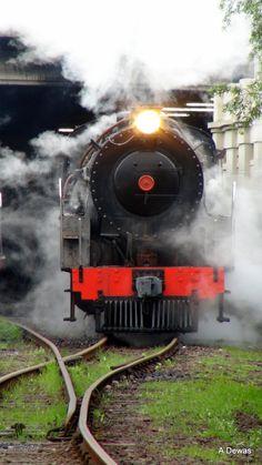 Cape Town Steam Train Vintage Trains, Old Trains, By Train, Train Tracks, Old Steam Train, Train System, Abandoned Train, Steam Railway, Bonde