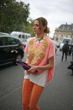 Proof that orange pants can be done eloquently @ Paris Fashion Week. xx Dressed to Death xx Trend Fashion, Fashion Details, Love Fashion, Fashion News, Womens Fashion, Paris Fashion, Fashion History, Spring Fashion, Mode Rose