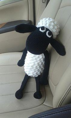 nicolemendi& Shaun The Sheep Plushie Animal Knitting Patterns, Plushie Patterns, Crochet Basket Pattern, Crochet Yarn, Crochet Toys, Timmy Time, Patron Crochet, Shaun The Sheep, Embroidery