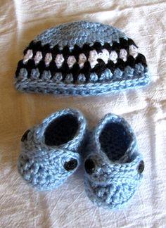 e5275a9a478 Crochet Newborn Baby Boy Booties   Hat Set Blue Black Shoes Beanie Shower  Gift