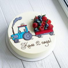 Another representative of the vehicle with berries🚜😊. 🌿 Assortment and prices here 👉 Cooking Cake. Cute Cakes, Pretty Cakes, Fondant Cakes, Cupcake Cakes, Baby Cakes, Decoration Patisserie, Cooking Cake, Strawberry Cakes, Creative Cakes
