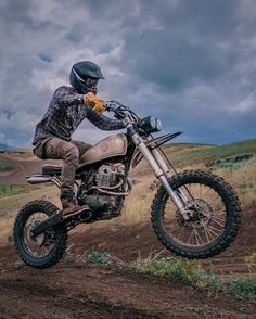 "2,182 Likes, 11 Comments - Jun (@nostalgia_memoir) on Instagram: ""Flying through Monday . @uglybros_usa x @kaycee_landsaw .  @bangmoto . #custombike #motorcycle…"""