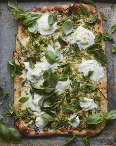 Green Pizza (with Asparagus, Peas, Mint and Burrata) - What's Gaby Cooking Vegetarian Recipes, Snack Recipes, Healthy Recipes, Pizza Recipes, Monster Pizza, Grilling Recipes, Cooking Recipes, Burrata Pizza, Green Pizza