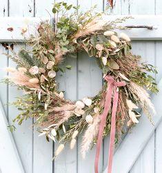 Fresh and Dried Wreath Xmas Wreaths, Autumn Wreaths, Christmas Decorations, Holiday Decor, Dried Flower Wreaths, Dried Flower Arrangements, Deco Floral, Diy Wreath, Diy Flowers