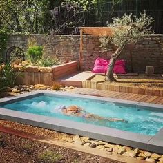 Pool Ideas Discover Mini piscine pour un maxi plaisir! Swiming Pool, Small Swimming Pools, Small Backyard Pools, Backyard Patio Designs, Small Pools, Swimming Pools Backyard, Pool Spa, Swimming Pool Designs, Outdoor Pool