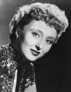 """Celeste Holm April 1917 – 15 July a wonderful actress whom I fondly remember from the film """"All About Eve"""" (with Bette Davis), passed away this morning Golden Age Of Hollywood, Vintage Hollywood, Hollywood Stars, Classic Hollywood, Ronald Colman, Celebrity Deaths, Celebrity News, Celeste Holm, Alice Faye"""