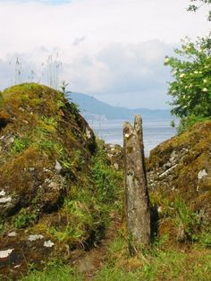 Brainport Bay Standing stones and Alignment - Standing Stone (Menhir) in Scotland in Argyll