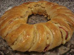 Rosca de Fiambre e Queijo,  http://adivinaculinaria.blogspot.pt/2010/08/rosca-de-fiambre-e-queijo.html