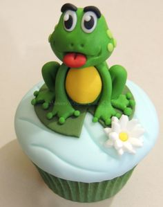 Cute little frog cup cake