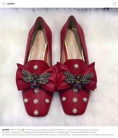 The Heiress - Klick Klick, rubinrote Pantoffeln 😍😍 . Fab Shoes, Cute Shoes, Me Too Shoes, Shoes Style, Shoe Boots, Shoes Sandals, Heels, Estilo Fashion, All About Shoes