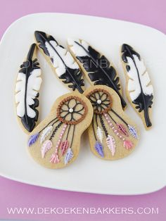 Dreamcatcher and feather cookies