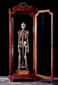 Giacominiu0027s Skeleton And Unusually Shaped Brain (1898)