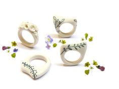 Porcelain rings made by Atelier Nausika
