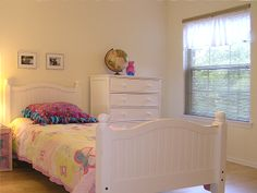 Be sure bedrooms and offices are clear of personal items before opening your home to potential buyers. #homestaging