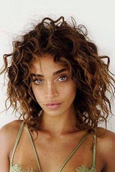 28 haircuts for short curly hair cuts - Kurzes Haar - Hair Styles Curly Hair Styles, Haircuts For Curly Hair, Curly Hair Cuts, Curly Bob Hairstyles, Long Curly Hair, Hairstyles With Bangs, Wavy Hair, Short Hair Cuts, Medium Hair Styles