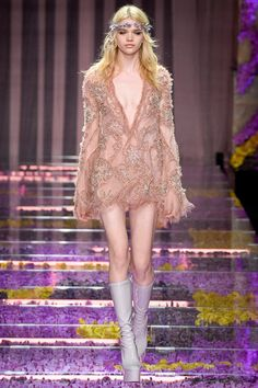http://www.style.com/slideshows/fashion-shows/fall-2015-couture/atelier-versace/collection/18