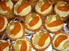 Košíčky s krémem a ovocem 2 Sugar, Cookies, Cupcakes, Food, Crack Crackers, Cupcake, Eten, Cookie Recipes, Cupcake Cakes
