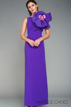 Catálogo Matilde Cano - Vestidos largos y cortos para las ocasiones especiales Bridesmaid Dresses, Wedding Dresses, Shades Of Purple, Peplum Dress, High Neck Dress, Dresses For Work, Weddings, Dinner, Products