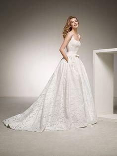 Balo elbisesi tarzında etekli, büyüleyici bir gelinlik. DEESA | Pronovias