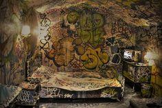 graffiti_room.2zmwk9va5su8cggs4ooc4ggo8.eyxxlunssk088oo04goo4ssgk.th.jpeg (1024×683)