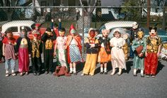 Halloween Parade at school.I loved going to school on halloween! Halloween History, Vintage Halloween Photos, Retro Halloween, Halloween Quotes, Halloween Pictures, Costume Halloween, Happy Halloween, Halloween Parade, Mouse Costume