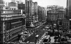Praça Ramos de Azevedo e Viaduto do Chá na década de 50