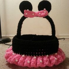Just Claying Around: Minnie Mouse Easter Basket Crochet Pattern Holiday Crochet, Crochet Gifts, Cute Crochet, Crochet For Kids, Crochet Toys, Crochet Baby, Simple Crochet, Minnie Mouse, Crochet Mickey Mouse