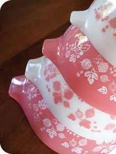 Adorable Pyrex bowls and casserole dishes. Very 50's like, but I do love to smile while I cook, I think these will just increase the amount of smiles, no?