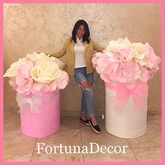 DIY Giant Flowers For Wedding Backdrop and Photo Booth - Her Crochet DIY Giant Flowers For Wedding Backdrop and Photo Booth - Her Crochet. Large Paper Flowers, Crepe Paper Flowers, Paper Flower Backdrop, Giant Paper Flowers, Big Flowers, Wedding Flowers, Backdrop Ideas, Creation Deco, Flower Boxes