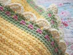 If you looking for a great border for either your crochet or knitting project, check this interesting pattern out. When you see the tutorial you will see that you will use both the knitting needle and crochet hook to work on the the wavy border. Crochet Afghans, Crochet Motifs, Crochet Borders, Crochet Blanket Patterns, Knit Or Crochet, Baby Blanket Crochet, Crochet Crafts, Crochet Stitches, Baby Afghans