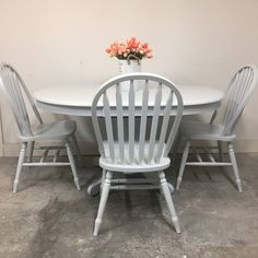 Chalk Paint Furniture, Furniture Design, Paint Companies, Kitchen Paint, Kitchen Chairs, Vintage Denim, Furniture Makeover, Modern Farmhouse, Painting