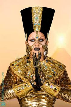 Shannel - Less is more. is definitely not her motto :D Rupaul Drag Queen, Egyptian Queen, Club Kids, Inspiration Mode, Costume, I Am A Queen, Gold Fashion, Amazing Women, Creations