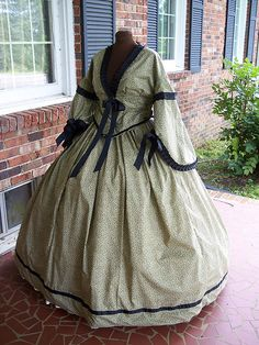 Cotton Calico Dress- Lord knows I need one. Victorian Era Fashion, 1800s Fashion, Victorian Costume, Vintage Fashion, Southern Style Dresses, Southern Belle Dress, Vintage Gowns, Vintage Outfits, Civil War Fashion