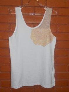 Regata Degradê - Frente Regata branca com fendas laterais finamente pintada à mão Malha Penteada 100% algodão Tamanho único (de 38 à 42) Preço: R$70,00 @bykeilaximenes