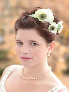 #DIYWedding Hair Flowers >> http://www.hgtvgardens.com/diy-wedding-hair-with-flowers?soc=pinterest