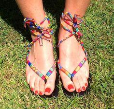 sandalias étnicas decoradas con hilo