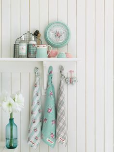 Love the colours used here by Greengate via Anrinko.