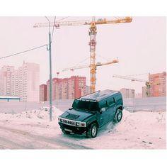 Sélection Instagram #70 // © Evgeny Chulyuskin // Retrouvez la sélection complète sur le site de #FisheyeLeMag ! #instagram #curation #photo #photography #car #accident #parking #russia #snow #pastels #photooftheday #picoftheday #potd