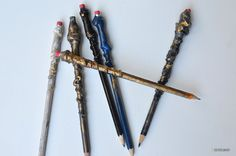 DIY Harry Potter Pencil Wands Tutorial - Sisters, What! Harry Potter School, Harry Potter Disney, Harry Potter Classroom, Harry Potter Items, Harry Potter Halloween, Harry Potter Birthday, Harry Potter Activities, Valentines For Kids, Wands