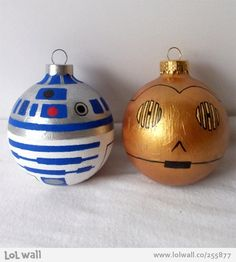 Star Wars Christmas decorations very very easy to make, to make all you need is a bit of paint gold base for one and white base for the other and a little paint brush let this picture be your guide