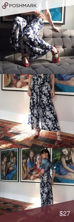 """🎄pretty Forever 21 wide leg pants These are incredibly flowy and flattering, side zipper, waist tie, 36"""" length, 26 1/2"""" waist, white floral on navy- happy! Not worn Forever 21 Pants Wide Leg"""