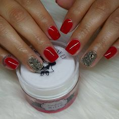 Check out our amazing collection of glitter ombre nails to get inspired. We will also show you all the latest trends in the world of manicure. Red Manicure, Manicure Colors, Nail Polish Colors, Red Nails, Best Red Lipstick, Red Lipsticks, Red Nail Art, Red Nail Designs, Dipped Nails