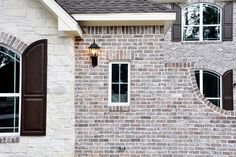 Chocolate Frost M White Mortar Flush Cut Finish View A White Wash Brick Exterior, Stone Exterior Houses, White Siding, Dream House Exterior, Exterior House Colors, Stone Houses, Brick Houses, Light Brick, Brick Colors