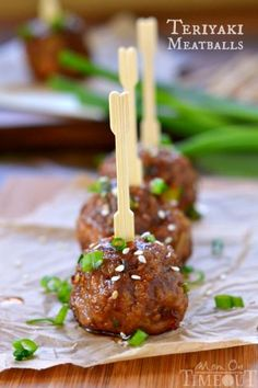 These Teriyaki Meatballs are from Mom On Timeout. Handmade beef meatballs with onions, garlic, and Panko bread crumbs are topped with a delicious Teriyaki glaze. Make them bite size for and appetizer or go larger and serve one over rice for a full meal. Finger Food Appetizers, Yummy Appetizers, Appetizers For Party, Appetizer Recipes, Meatball Recipes, Beef Recipes, Cooking Recipes, Tapas, Fingers Food