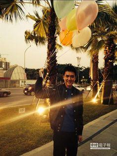 馮紹峰來台拍微電影。