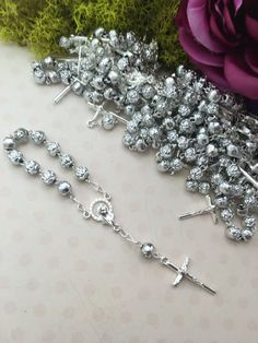 Beautiful 6mm Rose bead pearl with silver accents and Cross. A perfect addition to any gift to give to your family and guests as a religious symbol of protection of your loved ones.  Meaurements: 4.5 inches in length.  Not used as bracelets