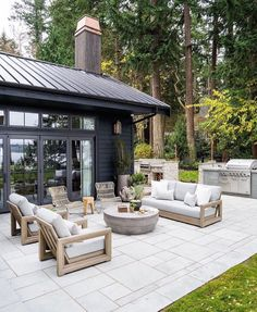 Love the black house exterior and black metal roof paired with a light concrete patio with modern patio furniture Casa Patio, Backyard Patio, Backyard Landscaping, Outside Living, Outdoor Living, Design Jardin, Outdoor Spaces, Outdoor Decor, Outdoor Furniture