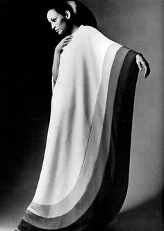 This garment is a caftan. The caftan is a traditional African garment that was being incorporated into fashion everywhere. The long pieces was one of the most conservative pieces during a time period when showing skin was popular. Moda Fashion, 70s Fashion, Fashion History, Vintage Fashion, Womens Fashion, Abaya Fashion, Moda Vintage, Retro Vintage, Vintage Style